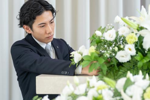 ご葬儀の準備をするスタッフの様子